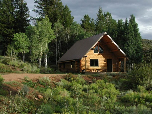 photo cody cabins for wyoming wy cabin vacation in rentals bed thermopolis agreatertown rental meeteetse